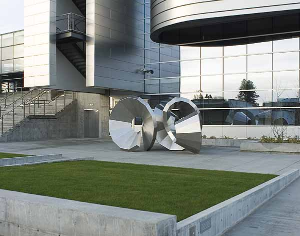 Cris Bruch, Shortest Distance, 2006, stainless steel, 9' x 12' x 17'